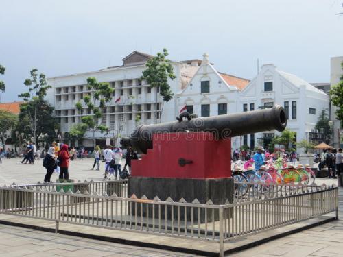 kota-tua-jakarta-batavia-old-city-meriam-si-jagur-portuguese-cannon-fatahillah-square-83278233